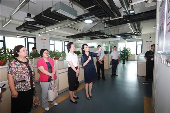 市妇联机关党员干部到报业集团开展主题党日活动