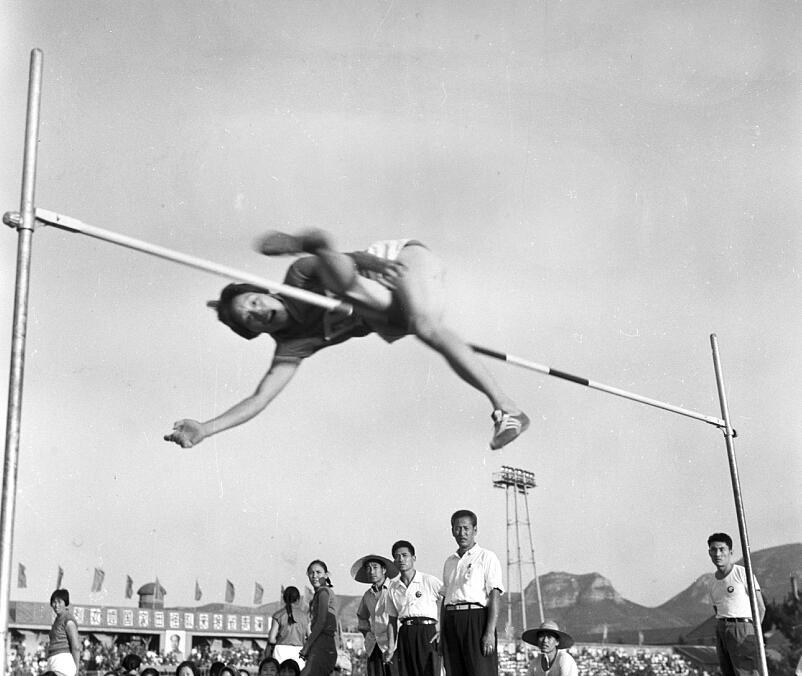 【家国同梦70年】中国第一位打破田径世界纪录的运动员郑凤荣:回忆在济年少时光 心系山东体育发展